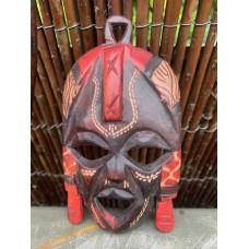 Maske aus Olivenholz